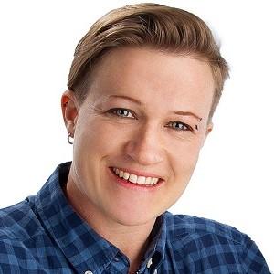 Speaker - Julia Tulipan